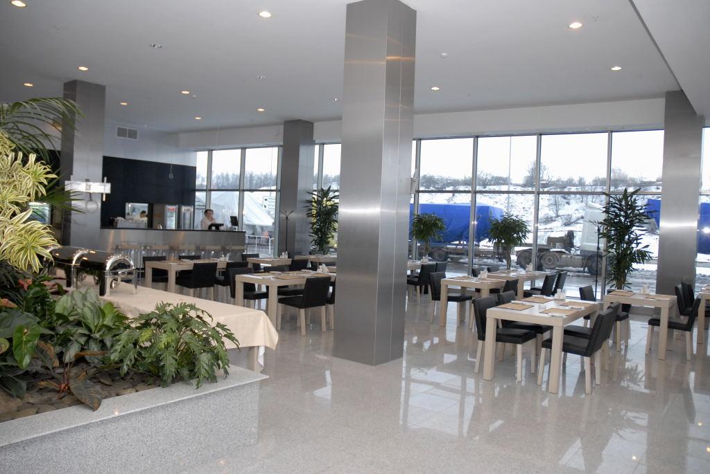 """В начале марта 2009 года на территории МВЦ  """"Крокус Экспо """" открылась гостиница  """"Аквариум Отель """" ."""